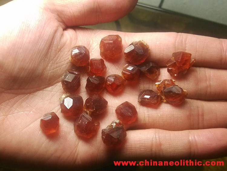 Orange red manganese aluminum garnet gem stone hanging pendant drop Fanta bare stone ore, retain the,Garnet