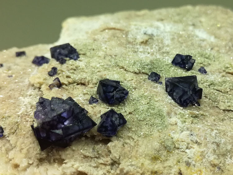 Eight face blue fluorite and crystal garnet mineral crystal gem stone ore material specimens,Fluorite,Quartz,Garnet