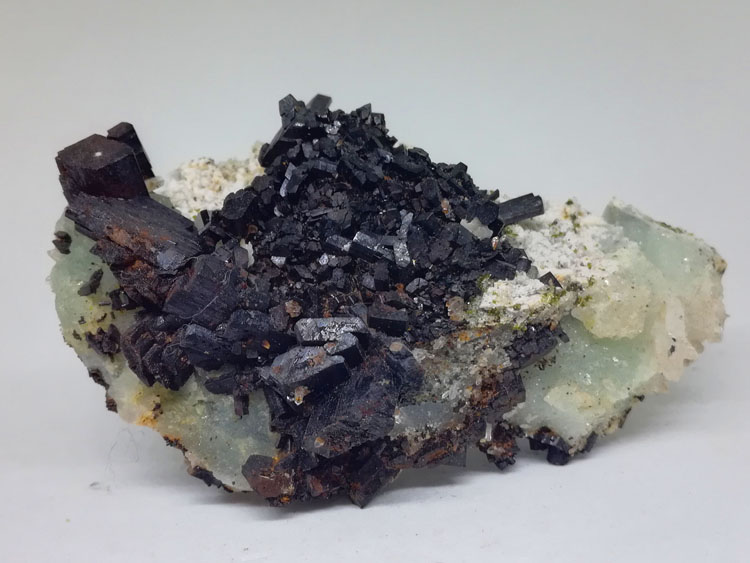 Babingtonite and grape stone, crystal mineral crystal gem stone ore samples,Babingtonite,Prehnite,Quartz