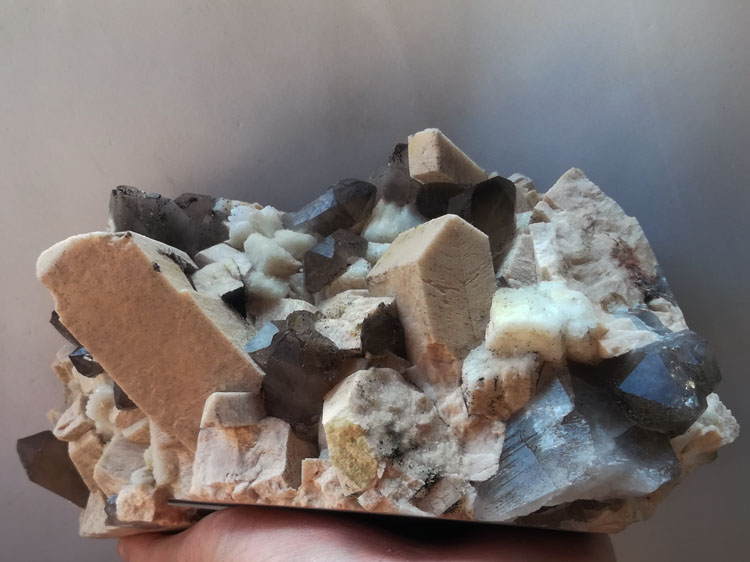 Symbiotic Mineral Specimens of Potassium Feldspar and Albite Smoky Quartz Crystal Raw Stone Ornament,Feldspar,Quartz