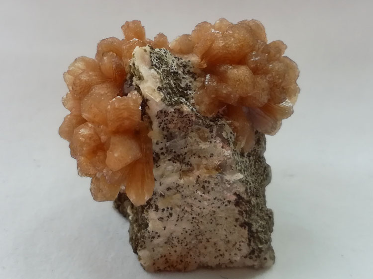 Flower-like Stilbite and Smoky Quartz, Feldspar mineral specimens Crystal gemstone protolith Ore Orn,Stilbite,Feldspar,Quartz